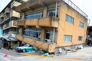 倒壊建築物例